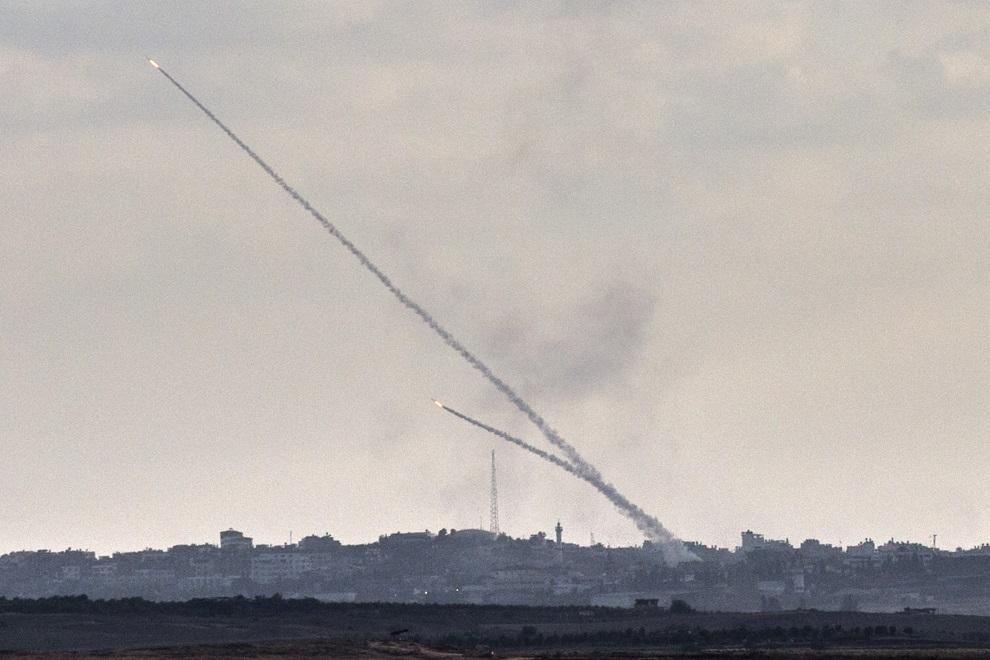 2.IZRAEL, Sderot, 15 lipca 2014: Rakiety odpalane ze Strefy Gazy w kierunku Izraela. AFP PHOTO / JACK GUEZ