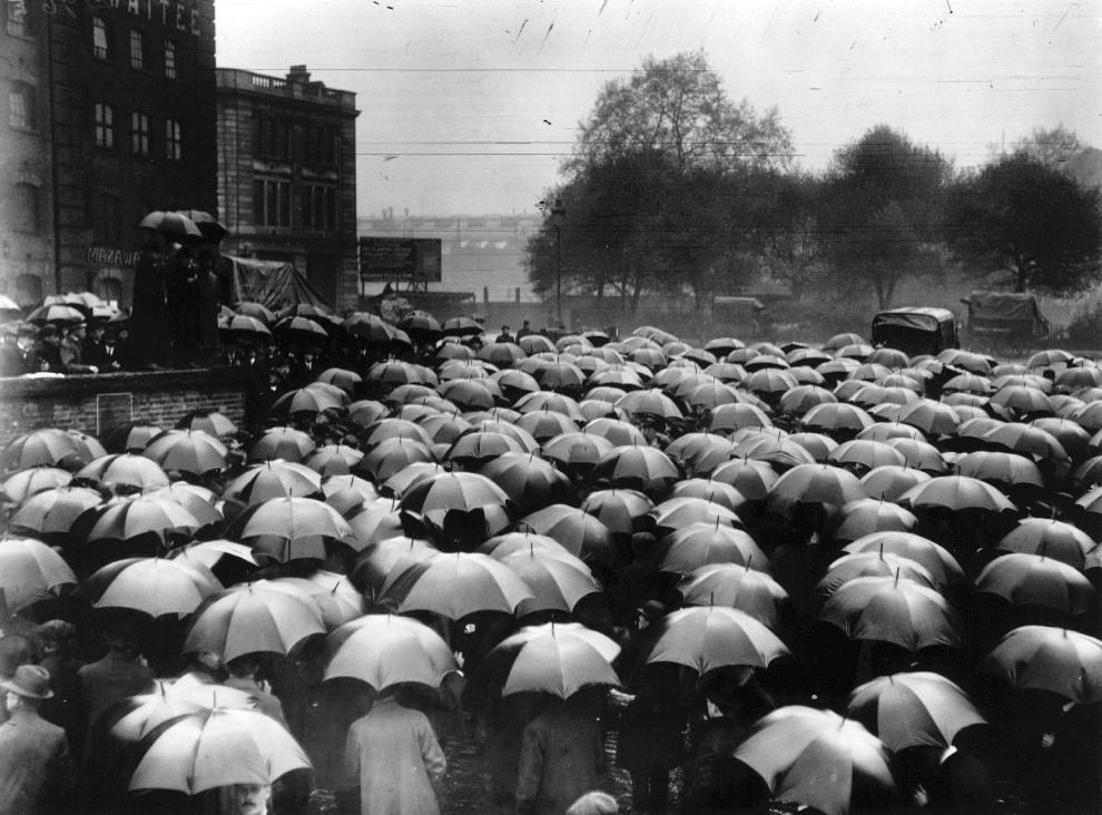2.WIELKA BRYTANIA, Londyn, maj 1914: Manifestacja przeciw wojnie. (Foto: Hulton Archive/Getty Images)