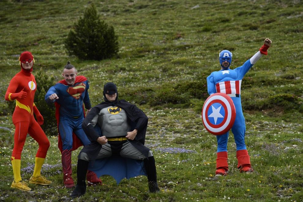 30.FRANCJA, Risoul, 19 lipca 2014: Kibice przy trasie 14. etapu TDF. AFP PHOTO / LIONEL BONAVENTURE