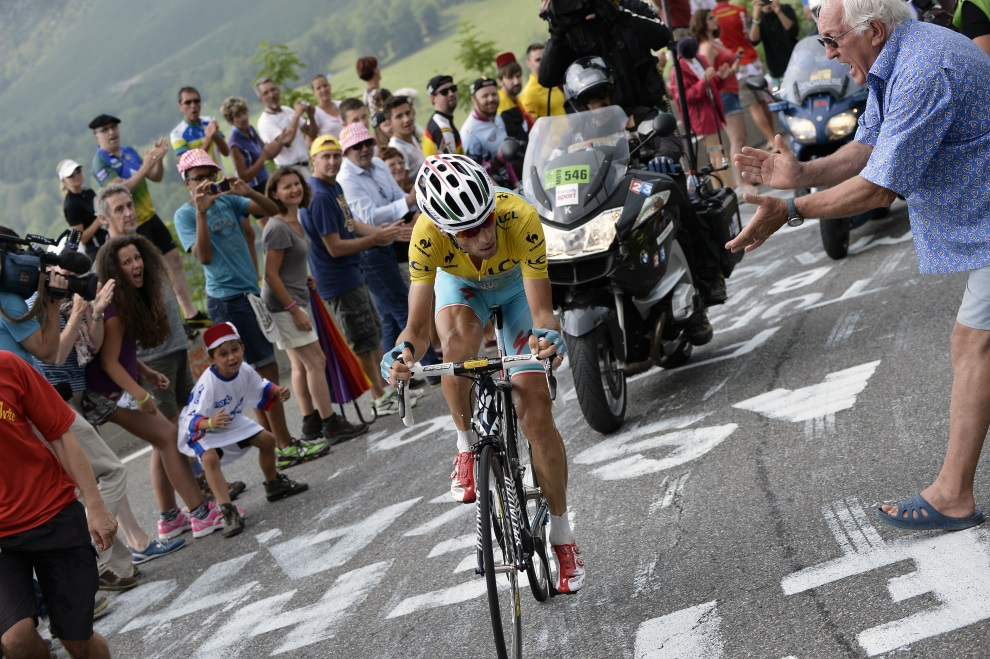 32.FRANCJA, Beaucens, 24 lipca 2014: Vincenzo Nibali po ucieczce od peletonu. AFP PHOTO / JEFF PACHOUD