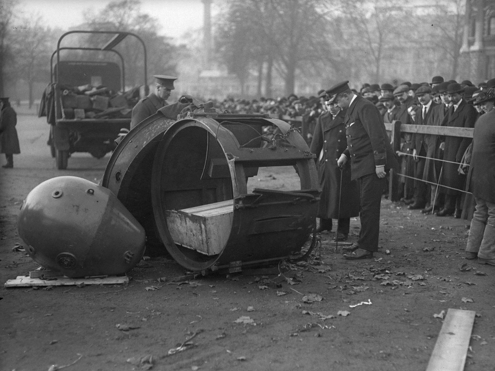 32.WIELKA BRYTANIA, Londyn, listopad 1915: Niemiecki reflektor służący do oświetlania nocnego nieba. (Foto: Topical Press Agency/Getty Images)