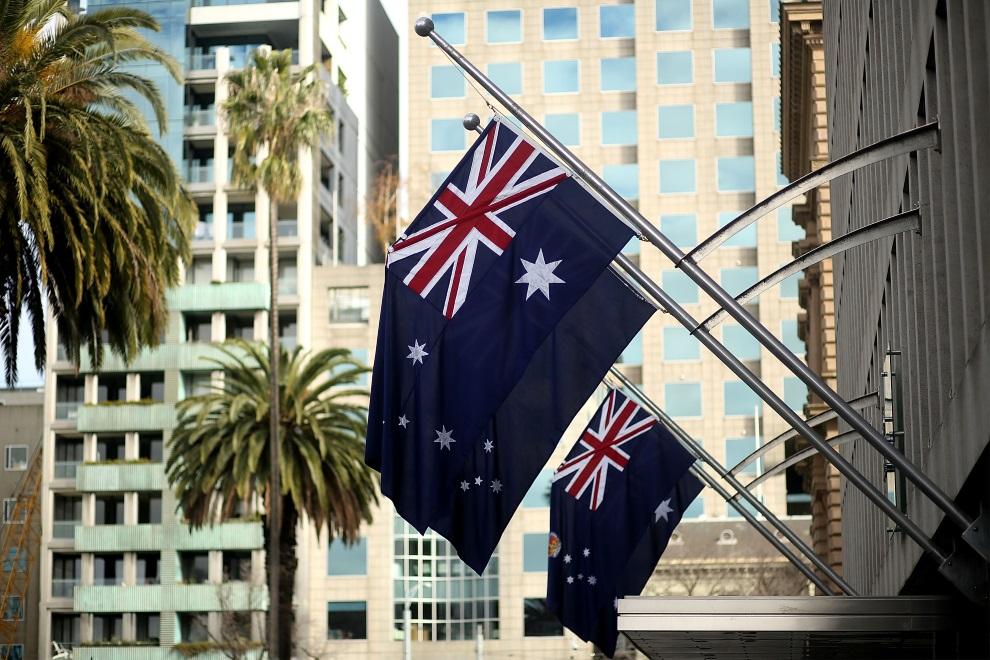 32.AUSTRALIA, Melbourne, 19 lipca 2014: Flagi opuszczone do połowy masztu, na znak żałoby po ofiarach zestrzelonego samolotu. (Foto: Graham Denholm/Getty Images)