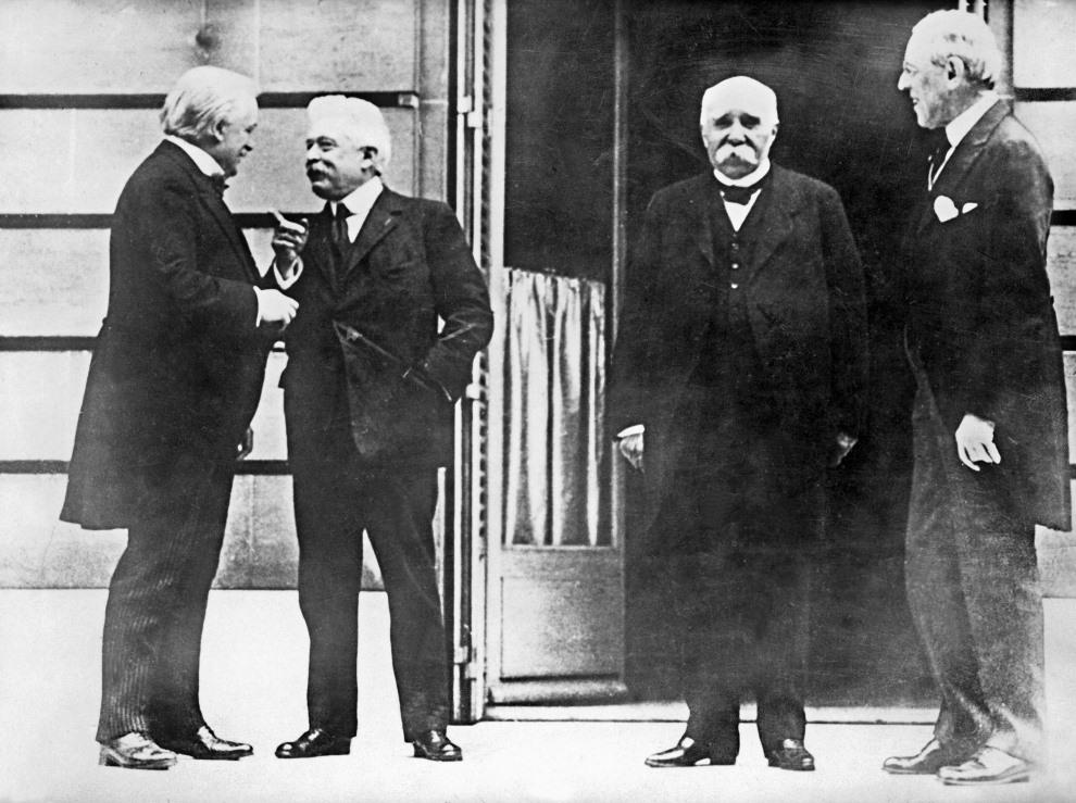 36.FRANCJA, Paryż, styczeń 1919: Otwarcia konferencji pokojowej. Na zdjęciu:  premier Lloyd George (po lewej, prezydent Vittorio Orlando (drugi od lewej),   prezydent Georges Clémenceau (drugi od prawej) oraz prezydent Woodrow Wilson. AFP