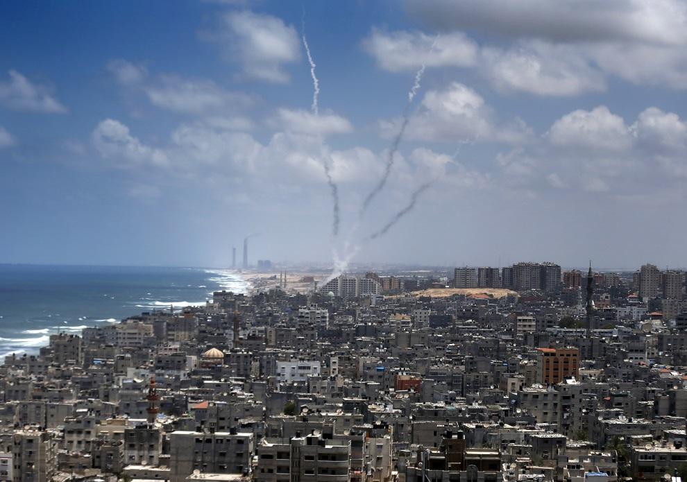 3.STREFA GAZY, 15 lipca 2014: Rakiety wystrzelone ze Strefy Gazy. AFP PHOTO / THOMAS COEX