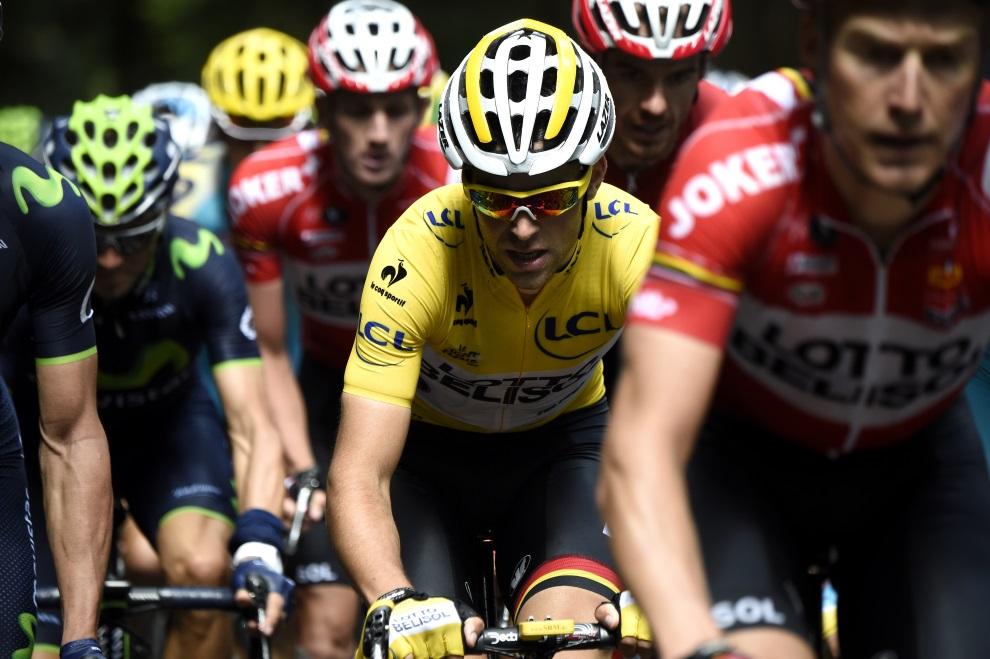 40.FRANCJA, Plancher-les-Mines, 14 lipca 2014: Tony Gallopin w żółtej koszulce lidera klasyfikacji generalnej. AFP PHOTO / ERIC FEFERBERG