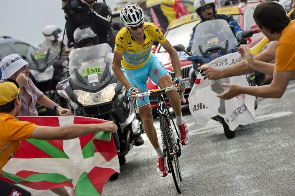 45.FRANCJA, Beaucens, 24 lipca 2014: Vincenzo Nibali podczas ucieczki na trasie z Pau do Hautacam. AFP PHOTO / JEFF PACHOUD