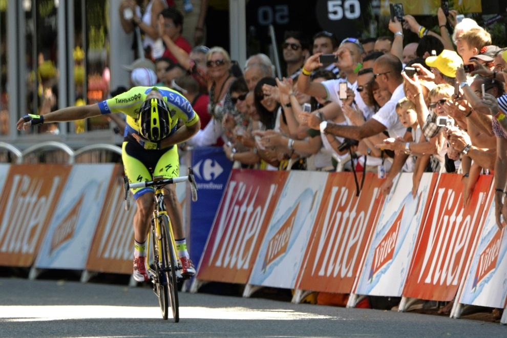 46.FRANCJA, Bagnères-de-Luchon, 22 lipca 2014: Michael Rogers cieszy się ze zwycięstwa w 16. etapie TDf. AFP PHOTO / ERIC FEFERBERG