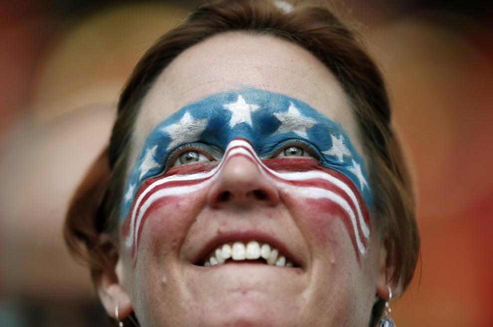 4.BRAZYLIA, Salvador, 1 lipca 2014: Amerykańska kibicka na trybunach przed meczem USA – Belgia. AFP PHOTO / ADRIAN DENNIS