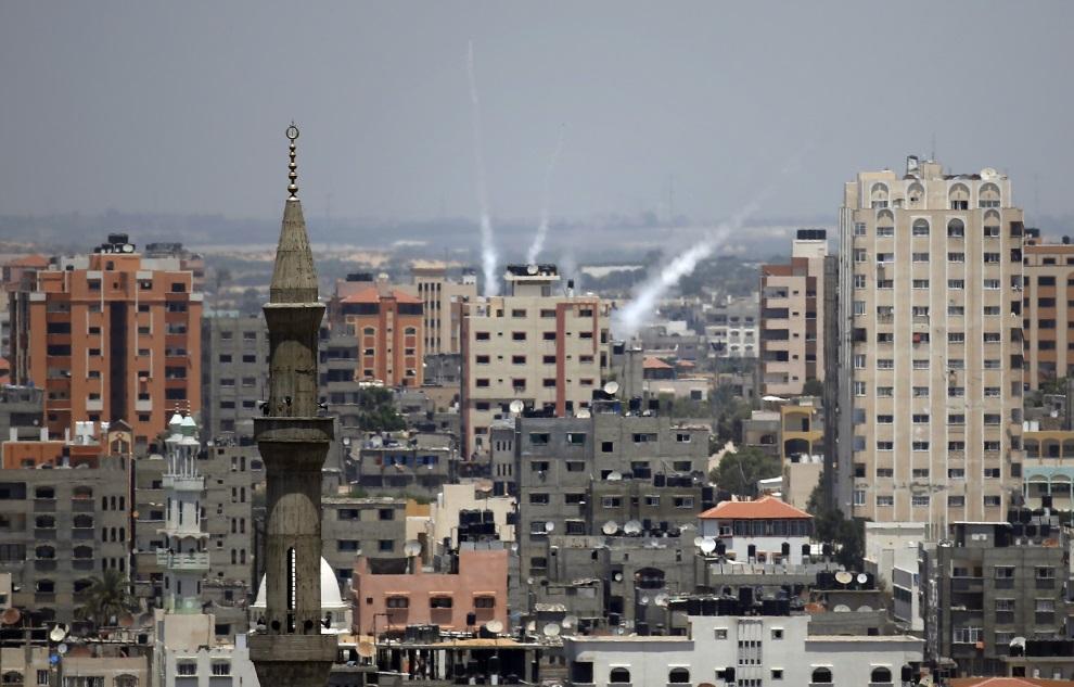 6.STREFA GAZY, 15 lipca 2014: Rakiety lecące w kierunku Izraela. AFP PHOTO / THOMAS COEX