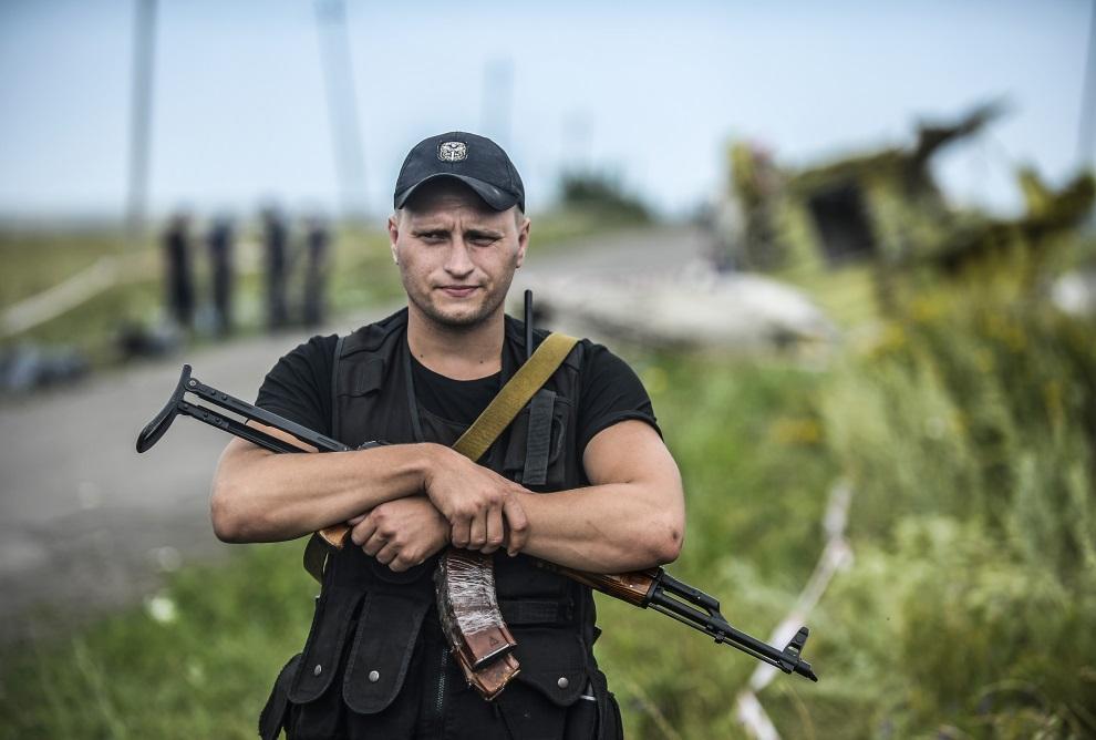 7.UKRAINA, Grabowo, 20 lipca 2014: Prorosyjski separatysta na posterunku. AFP PHOTO/ BULENT KILIC