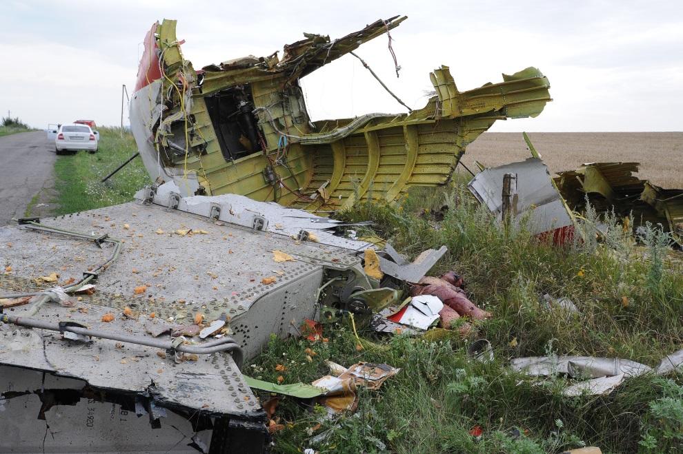 9.UKRAINA, Szachtarsk, 18 lipca 2014: Fragment zestrzelonego samolotu Malezyjskich linii lotniczych. AFP PHOTO/DOMINIQUE FAGET