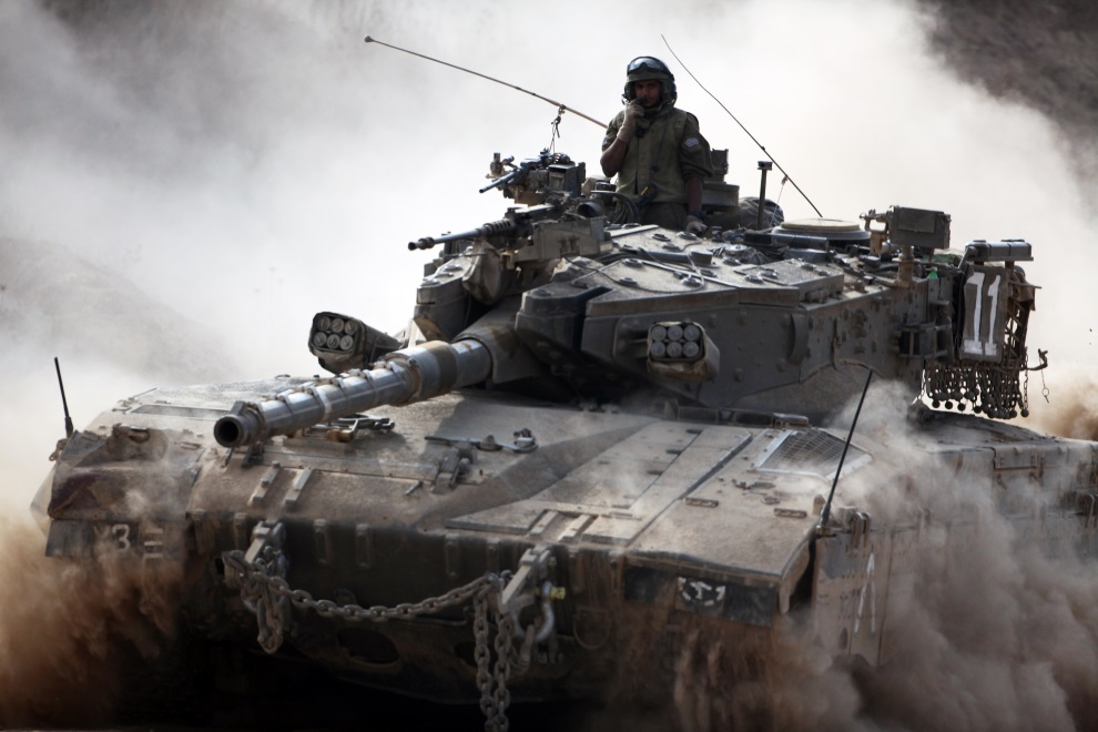 17.IZRAEL, pogranicze, 28 lipca 2014: Izraelska Merkava zmierzająca w kierunku Strefy Gazy. AFP PHOTO/DAVID BUIMOVITCH