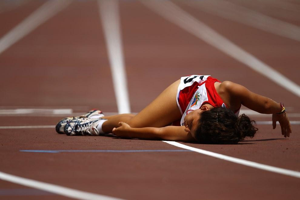 13.GERCJA, Ateny, 1 lipca 2011: Whitney Ramirez (Kostaryka) uapda na mecie biegu na dystansie 800m. (Foto: Vladimir Rys/Getty Images)