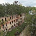 Spacer nad opuszczonym szpitalem Hitlera
