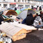 Dzikie obozowiska imigrantów na ulicach Paryża