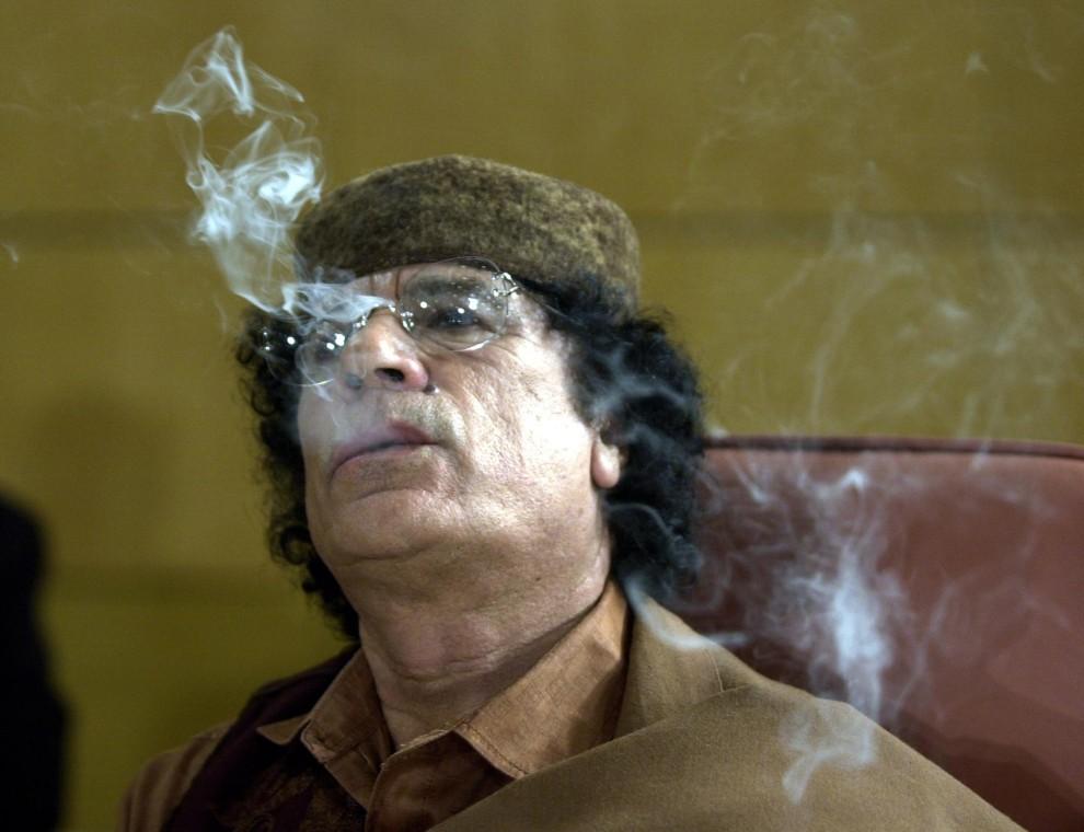 11. TUNEZJA, Tunis, 22 maja 2004: Muammar al-Kaddafi na posiedzeniu Ligi Państw Arabskich. AFP PHOTO/FETHI BELAID