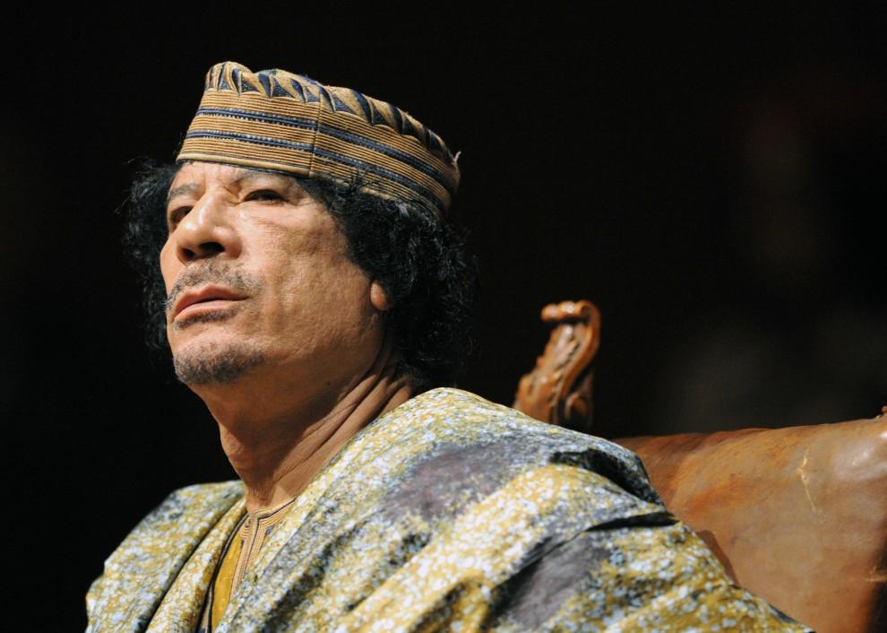 23. WŁOCHY, Rzym, 12 czerwca 2009: Muammar al-Kaddafi podczas spotkania z licznie zebranymi bizneswoman. AFP PHOTO / CHRISTOPHE SIMON
