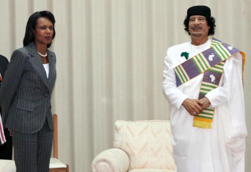 30. LIBIA, Trypolis, 5 września 2008: Muammar al-Kaddafi podczas spotkania z Condolizą Rice. AFP PHOTO/MAHMUD TURKIA